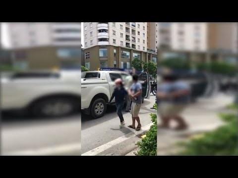 Clip ĐÁNH GHEN mới nhất ở Hà Nội ngày 21-9, Vợ chặn ô tô chồng chở bồ, Chồng giữ vợ lại cho bồ chạy thoát thân