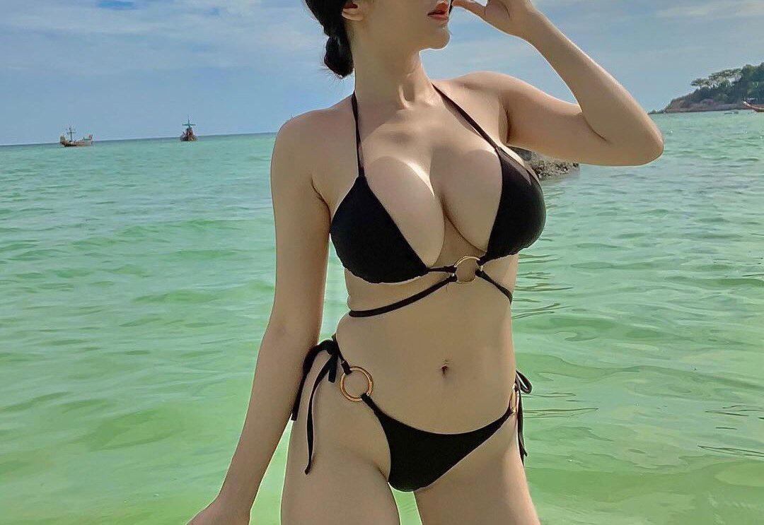 Photos Beautiful Vietnamese girl in bikini shows off her big bust