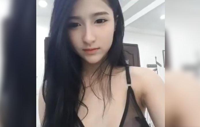 Clip gái xinh 18 CỰC XINH Uplive show hàng body siêu nuột