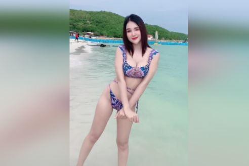 Clip Hot Girl Gái Xinh Bikini Háng Rộng trên bãi biển