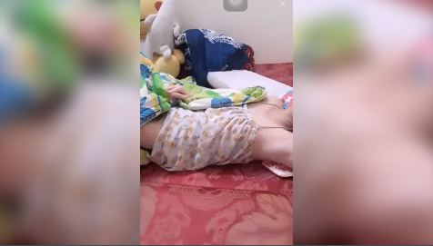 Clip gái xinh 18 Bigo ngủ quên tắt cam để lộ bướm gợi cảm