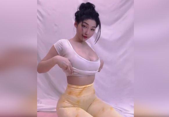 Clip Em Gái Xinh 18 Sexy Khoe Hàng Gợi Cảm Nóng Bỏng