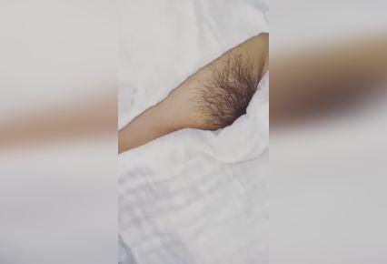 Xem video clip cận cảnh gái xinh tẩy lông bướm không che