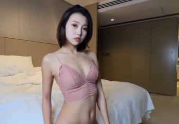 Chinese Hottie: Sexy Model FengMumu(冯木木) shows her big ass to you