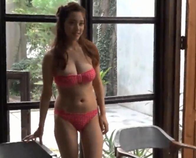Clip hot girl Bikini ngực khủng háng rộng CỰC NÓNG BỎNG