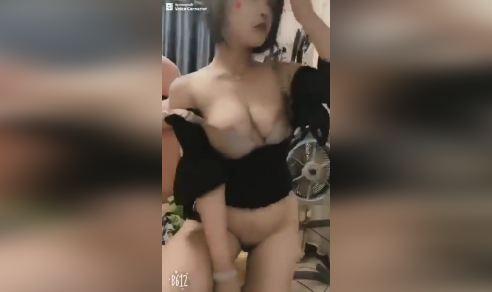 Clip hot girl gái xinh Cởi Quần Áo uốn éo gợi tình tự sướng trước máy quay