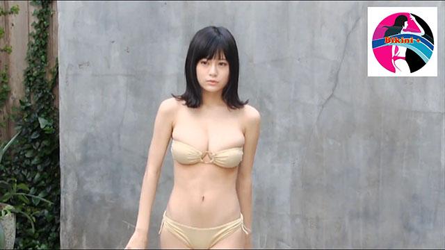 Gái xinh 18 ngực bự mặc bikini trông sexy vãi @@