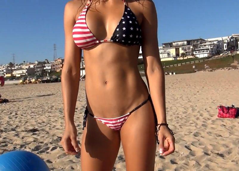 Clip gái xinh Bikini bé xíu hướng dẫn tập bụng eo thon, nhìn em hướng dẫn quên tập luôn