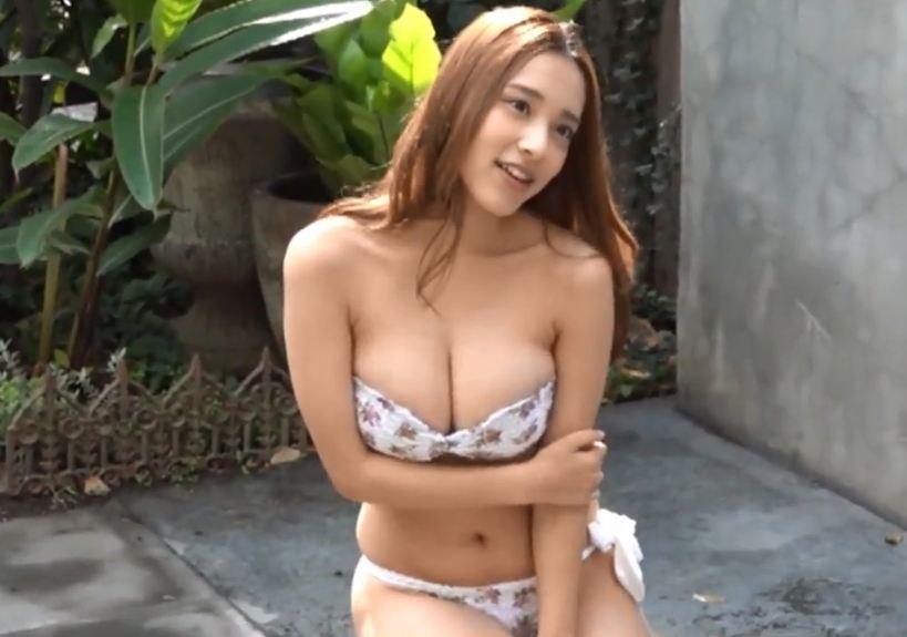 Clip gái xinh bikini 18+ Nhật Bản khoe vếu khủng nóng bỏng trong nhà