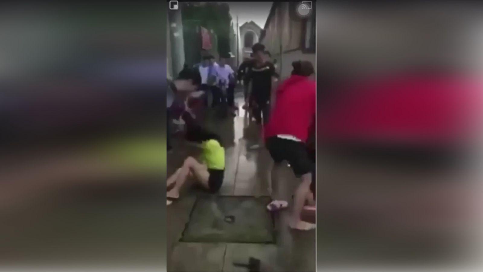Clip 2 nữ sinh 14 tuổi Đồng Nai bị bạn đánh dã man vì đi xe Nẹt Pô và nhìn đểu