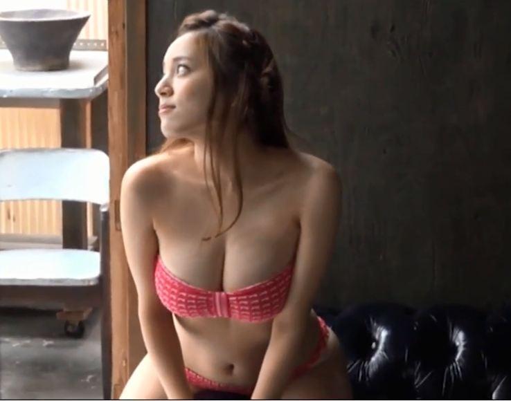 Em gái xinh hot girl Bikini Nhật Bản khoe ngực khủng bím múp nóng bỏng