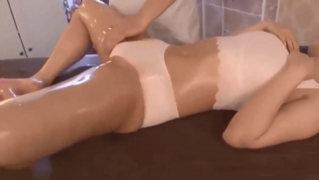 Clip gái xinh Nhật Bản massage gợi cảm sexy